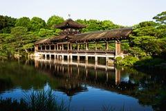 Den fantastiska gammala japanska Heian slotten överbryggar i Kyoto Arkivfoto