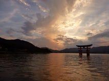 japan Miyajima Grote torii Stock Foto's