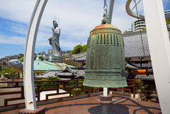 japan nagasaki Klockan i den Fukusai templelen Royaltyfri Foto