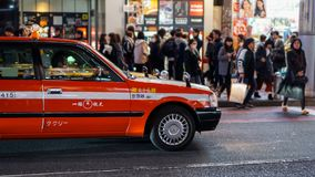 Japan taxi under rusningstid arkivbilder