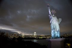 Japan, Tokyo, night view of the bay with its bridge and Statue of Liberty Royalty Free Stock Images
