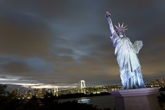Japan, Tokyo, night view of the bay with its bridge and Statue of Liberty Stock Image