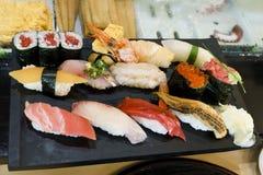 Japan, Tokyo, sushischotel bij restaurant stock fotografie