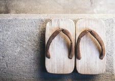 Japan traditionellt skodon Zori på bästa sikt för golv Arkivbild