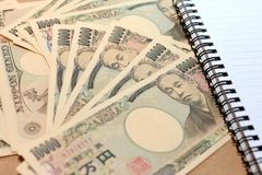 10000 japan Yen Note med på valuta för japansk yen med anteckningsboken Royaltyfri Bild