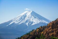Japan zet Fuji Autumn View van Onderstel Mitsutoke op royalty-vrije stock foto's