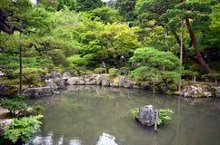 Japanease trädgård av silvertemplet Royaltyfri Foto