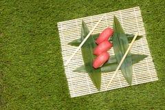 Japaneese jedzenie Ręka kulinarny suszi Obrazy Royalty Free