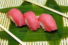 Japaneese jedzenie Ręka kulinarny suszi Obraz Stock