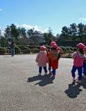 japanen lurar kindergartenschool Arkivfoto