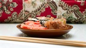 japanen rullar sushi Royaltyfria Foton