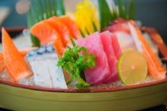 Japanen utformar mat blandad ny rå fisk, sashimi royaltyfri bild