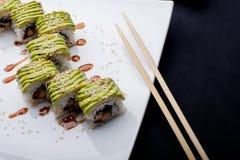 Japaner rollt mit Avocado lizenzfreies stockbild