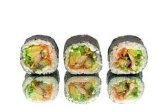 Japaner rollt mit Avocado und Aal auf weißem Hintergrund Lizenzfreie Stockfotografie