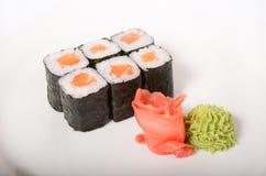 Japaner rollt mit Lachsen Stockbilder