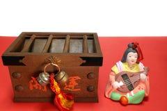 Japaner Saraswati und Offertoriumkasten in der Stimmung #2 des neuen Jahres Lizenzfreie Stockfotos