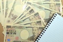10000 Japaner Yen Note mit auf Währung der japanischen Yen Lizenzfreie Stockbilder