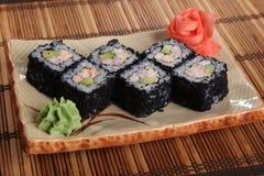 Japanerrolle mit Wasabisoße auf Platte Lizenzfreie Stockbilder