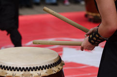 Free Japanese Artist Playing On Traditional Taiko Drums Royalty Free Stock Photo - 71672815