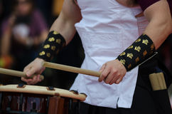 Japanese artist playing on traditional taiko drums Royalty Free Stock Photos