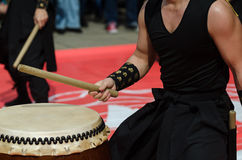 Japanese artist playing on traditional taiko drums Royalty Free Stock Photography