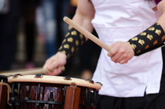 Japanese artist playing on traditional taiko drums Stock Photography