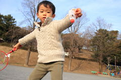 Japanese boy playing badminton. (4 years old Royalty Free Stock Photography