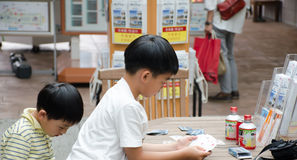 Japanese boys play card Royalty Free Stock Images