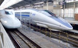 Japanese bullet train at tokyo station Stock Photo