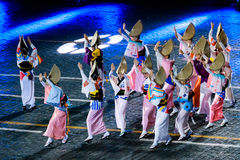 """The Japanese Folklore group """"Awa Odori"""" at the Red Square. MOSCOW, RUSSIA - AUGUST 26, 2016: Spasskaya Tower internationa military music festival. The Stock Photography"""