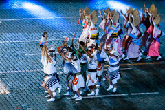 """The Japanese Folklore group """"Awa Odori"""" at the Red Square. MOSCOW, RUSSIA - AUGUST 26, 2016: Spasskaya Tower international military music festival. The Royalty Free Stock Images"""