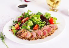 Japanese traditional salad with pieces of medium-rare grilled Ahi tuna stock images