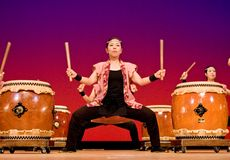 Japanese women performing taiko drumming onstage Royalty Free Stock Photos