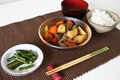 Japanische Abendessenmahlzeit auf Matte Stockfotos