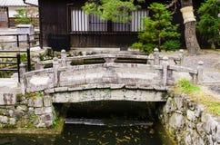 Japanische Art der Steinbrücke in kiyomizu-dera Tempel, Kyoto, japa Lizenzfreie Stockfotos