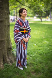 Japanische Asiatin im Kimono Lizenzfreie Stockfotos