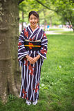 Japanische Asiatin im Kimono Lizenzfreies Stockfoto