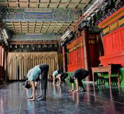 Japanische Balletttänzer üben Leistung in einem aciant Tempel in Japan Stockfotografie