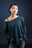 Japanische Dame in der zufälligen Kleidung stockbilder