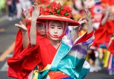 Japanische Festival-Tänzer im Kimono Stockfoto