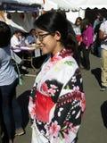 Japanische Frau, die einen Kimono trägt Lizenzfreie Stockbilder