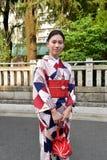 Japanische Frau, die traditionellen Japaner Yukata trägt Lizenzfreies Stockbild