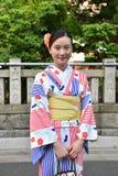 Japanische Frau, die traditionellen Japaner Yukata trägt Lizenzfreies Stockfoto