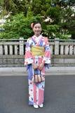 Japanische Frau, die traditionellen Japaner Yukata trägt Stockbild