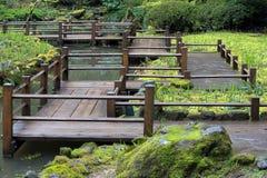 Japanische Garten-Fuss-Brücke stockbilder