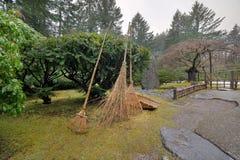 Japanische Garten-Landschaftswerkzeuge Stockfoto