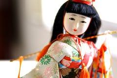 Japanische Geishapuppe im Trachtenkleid Lizenzfreies Stockbild