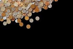 Japanische Geldmünzen auf schwarzem Hintergrund Lizenzfreie Stockfotos