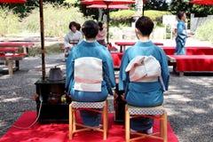Japanische grüne Teezeremonie im Garten Stockbilder