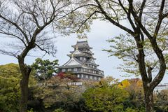 Japanische Herbstfarbe von Okayama-Schloss in Okayama, Japan Stockbild